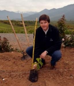 Mario Pablo Silva planting carmenère